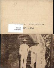 479301,Männer weißer Anzug Helm Safari