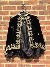 Impresionante Negro Vintage Terciopelo de seda con hilo de oro Bordado Deco Cape Raro M