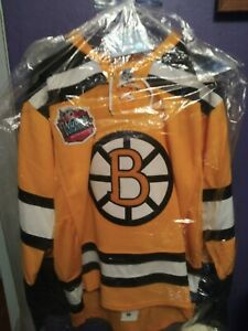 Boston Bruins Lucic signed reebok winter jersey with COA