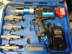 Uponor Pressmaschine Akku mit Pressbacken U16,20,25,32Ladegerät und Akku