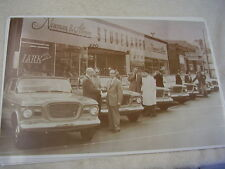 1959 STUDEBAKER CARS IN FRONT NEWMAN & ALMAN DEALER  11 X 17  PHOTO /  PICTURE