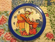 Delitone Disney- Winnie The Pooh Wall Clock-2 AA Batteries Tigger, Piglet L#0300