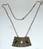 A VINTAGE 1950s SILVER TONE HOLLYWOOD PENDANT NECKLACE WITH GLASS STONES