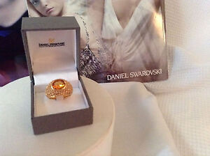SWAROVSKI COCKTAIL RING SIZE 58 (8) SET IN YELLOW GOLD PLATE