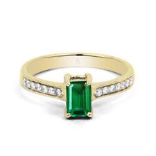 Anillos de joyería con gemas verde natural oro amarillo