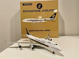 B747, SINGAPORE AIRLINES MEGATOP REG: 9V-SPG WITH STAND - JFOX B7474034 1/200