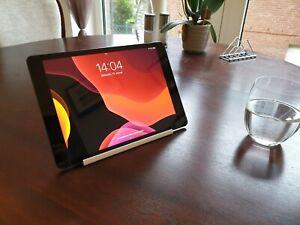 Tablet Halterung Ständer, Halter für iPads und andere Tablets, Weiß, Tisch