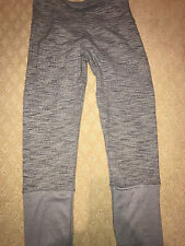 LULULEMON WORKOUT CROPS GREY NARROW STRIPES SIZE 6 PRE OWNED EXCELLENT