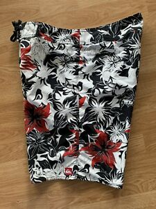 Rare Vintage Red Lotus Hibiscus Ninja Quiksilver Hawaiian Surf Board Shorts 32