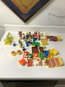 VINTAGE FISHER PRICE LITTLE PEOPLE FURNITURE PHONE BOOTH TUBE ACCESSORIES LOT