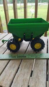 Ertl 1/16 John Deere Gravity Feed Wagon Green Farm Trailer