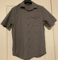 Under Armour Plaid  Grey Button Down Dress Shirt Short Sleeves Small Size