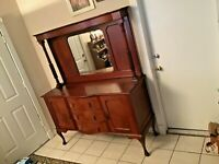 1900's  J. Hunter and Company Style Buffet/Sideboard Buffet with Hutch