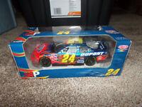 1/24 JEFF GORDON #24 DUPONT 2005 AP ACTION NASCAR DIECAST