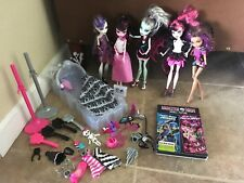 Monster High Doll Lot (5 Dolls,1 Movie,1 Bed,Clothes,Brushes, and Accessories)