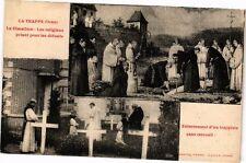 CPA La Trappe - Le Cimetiére - Les religieux priant pour les défunts (195755)