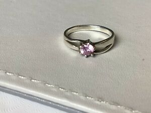 Lovely Sterling Silver Pink Centre Stone Ring.