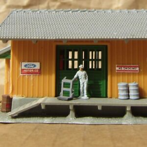 RETIRED ~ Retired FREIGHT STATION with FIGURE ~ Mayhayred Trains N Scale Lot