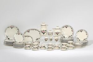 Large Set of Villeroy & Boch Part Dinner Service in the Palermo Pattern