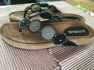 Lazamani Damen Sandalen Zehentrenner schwarz mit Steinchen Größe 39, NEU
