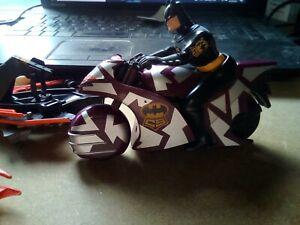 Batman toys job lot 2 motorcycles and  another little bit. Box 20