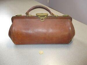 ancien sac medecin ou autre en cuir
