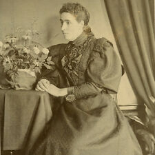 1880s WOMAN HUGE SLEEVES CABINET CARD PHOTO VICTORIAN FASHION FLOWERS ANTIQUE