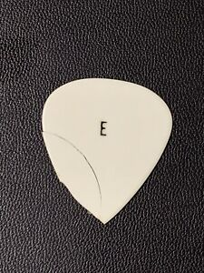 Elvis Owned 1970's Guitar Pick / Cracked / NO RESERVE
