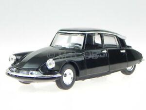 Citroen DS 19 black 1960 modelcar 43204 Bburago 1:32