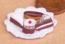 1:12 Maßstab 5 Verschiedene Kuchen Feste auf A Papier Platte Tumdee Dolls House