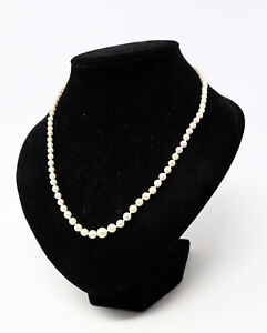 A Lovely Vintage 9ct White Gold Clasp Cultural Pearls Graduated Beaded Necklace