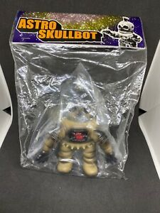 One Up x Kenth Toy Works Astro Skullbot sofubi soft vinyl designer toy japan