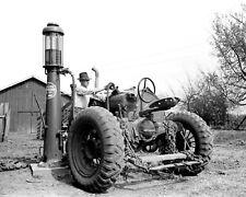 199535 Farmall Tractor & Gas Pump Jasper County 1940 Print Poster Affiche
