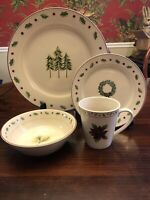 16 PIECE SET MERRY BRITE CHRISTMAS DISHES Dinnerware, Holiday, FREE SHIPPING EUC