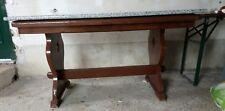tavolo in legno con marmo in granito