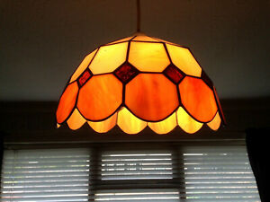 TIFFANY STYLE STAINED GLASS CEILING LIGHT/ LAMP SHADE