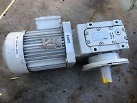 LENZE MOTOR/GEARBOX MDXMA1M080-32 + GSS04-2M VAK 080-32  STOCK#K2923
