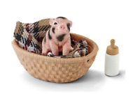 NEW SCHLEICH MINI PIG WITH BOTTLE FIGURE FUN PLAYING DAILY CHILDREN TOYS AGE 3+