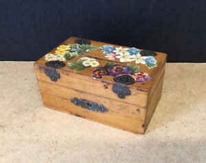 NICE LOOKING ANTIQUE ARTS AND CRAFTS TREEN MONEY BOX WITH UNUSUAL DECOUPAGED LID