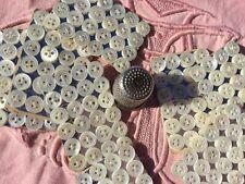 24 Boutons anciens en nacre des années 40 sur carte, vintage buttons.7 mm.