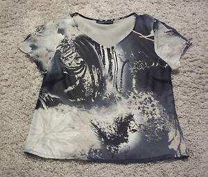 STITCHES AUSTRALIA: Size: 12. Slimming Multi Coloured Print, S/Sleeve, Lined Top