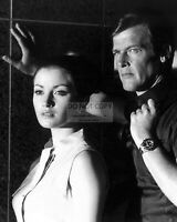 "ROGER MOORE & JANE SEYMOUR IN ""LIVE AND LET DIE"" - 8X10 PUBLICITY PHOTO (ZY-905)"
