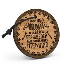 Uropa reparieren Schlüsselanhänger Holz Gravur Spruch Geschenk Idee Heimwerker