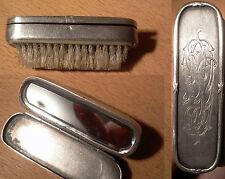 Ancienne brosse a moustache avec système de couvercle chiffré et miroir XIX ème
