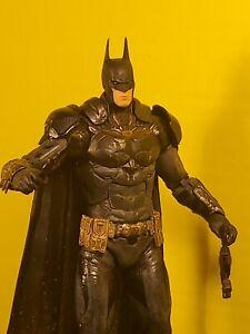 DC Collectibles Arkham Knight Battle Damaged Batman W/ Accessories 🔥🔥