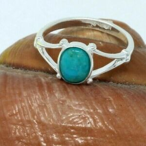 A  delicate  sterling silver ring  with a Turquoise stone,in size O