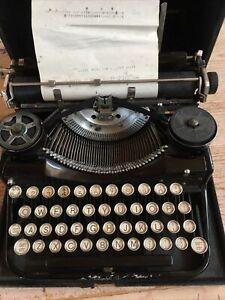 Vintage UNDERWOOD Portable Typewriter Four Bank White Keys with Case