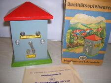 Altes DDR Spielzeug EKT Batteriehaus / Schalthäuschen (siehe Text und Bilder)