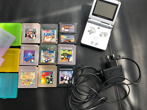 Gameboy Advance SP + Ladekabel + 10 Spiele Klassiker