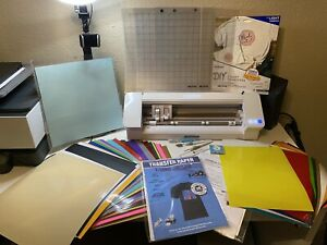 Silhouette Cameo 4 (Bundle) White, Great Condition w/ Heat Press and Tools